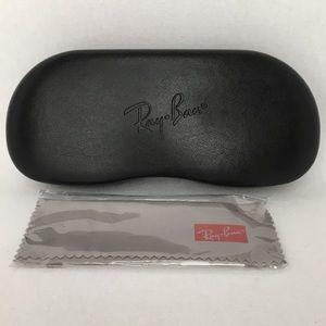 NWOT Hard Shell Clam Eyewear Case - Black